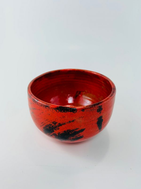 Bol rouge en céramique