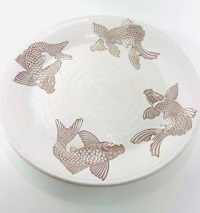 Assiette avec illustration de poissons